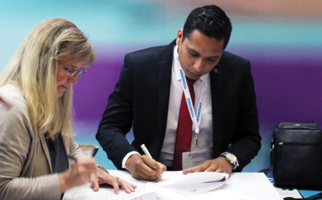 El acuerdo fue firmado por Silvia Viljoen, directora de Distribución para América de la cadena de radiodifusión internacional alemana, y Dennys Alonso Gómez Saucedo, director general del SRTN.