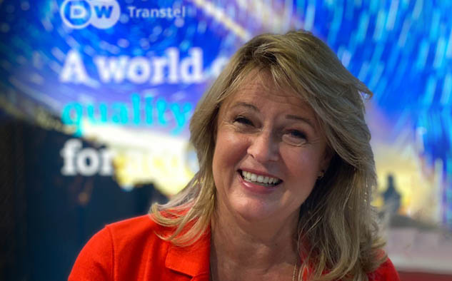 Petra Schneider, directora de Ventas y Distribución de DW Transtel, en el stand de la compañía, en el Riviera 7 del Palais des Festivals de Cannes. Ella está al frente de la operación y del team de ejecutivos con responsabilidades regionales.