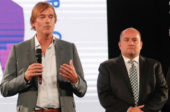 El estadounidense Whit Richardson y el mexicano Carlos Martínez, máximos ejecutivos de Turner Latin America y de FOX Latin America.
