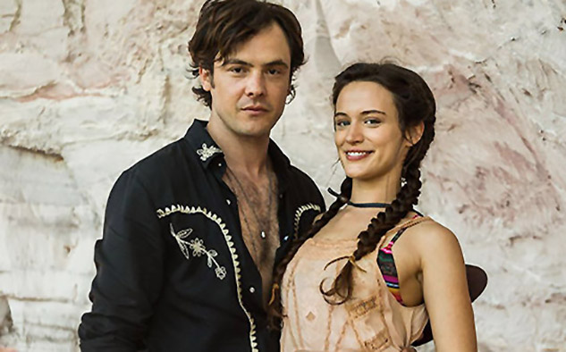 El hilo conductor de la novela recae en Clara (Bianca Bin), una joven del interior que se enamora del encantador Gael (Sergio Guizé).