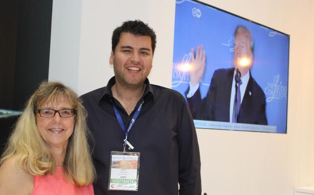Sylvia Viljoen y Heiko Stolze, representante de DW en el territorio, en la reciente presentación de la cadena alemana en Andina Link.