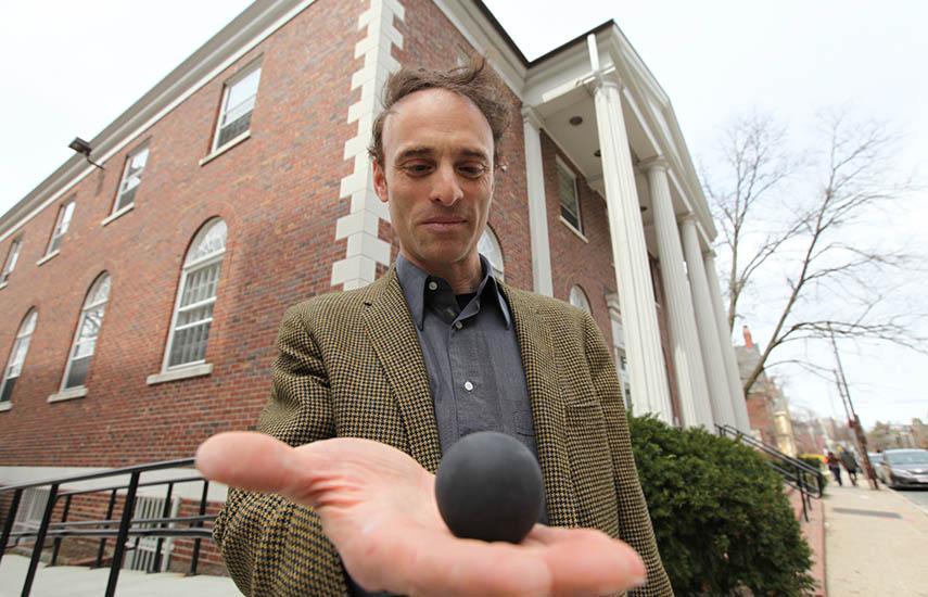 Dr. Sheperd S. Doeleman, del Centro de Astrofísica Harvard & Smithsonian y director de proyecto del EHT.