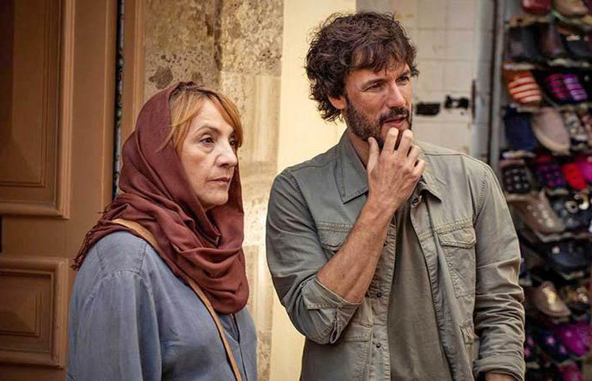 Blanca Portillo y Daniel Grao interpretan a Julia y Andy en 'Promesas de arena'. (RTVE)