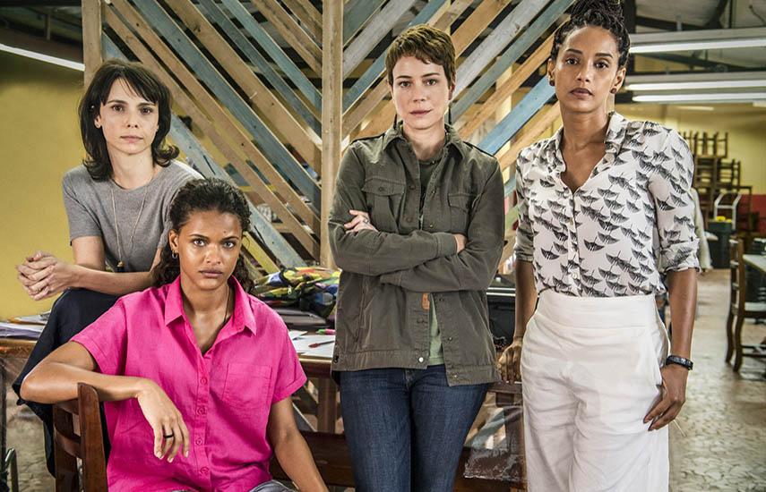 Una abogada, Verônica (Taís Araújo), una periodista, Natalie (Débora Falabella), una activista, Luiza (Leandra Leal) y Clara (Thainá Duarte) integran la ONG Aruana.