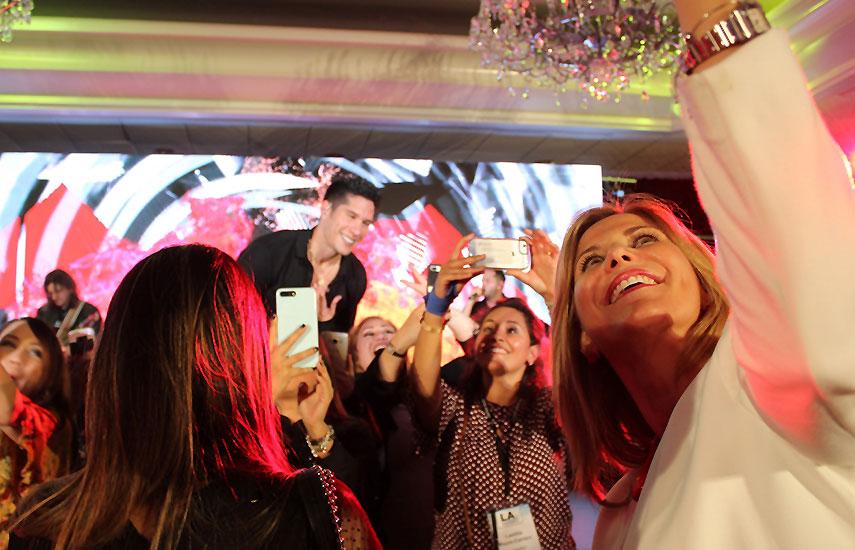 El venezolano Chyno Miranda cerró a pura fiesta el primer día del evento