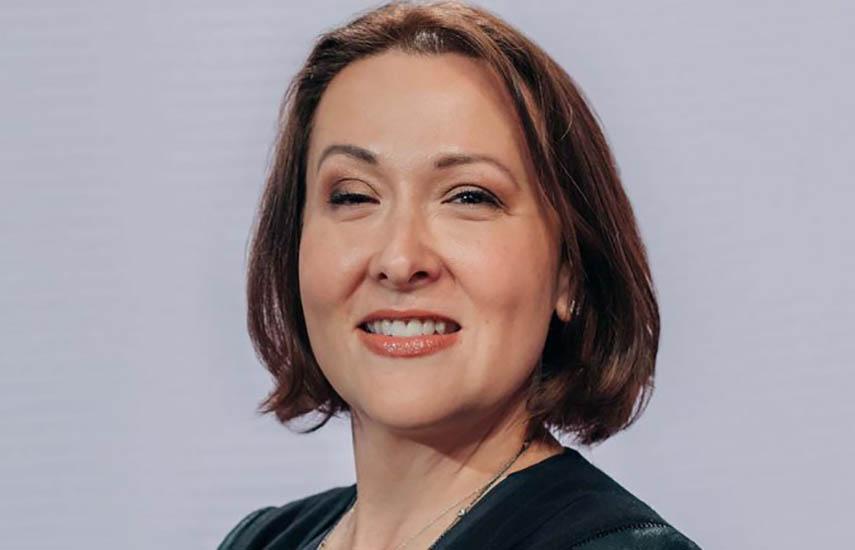 Claudia Teran como Vicepresidenta ejecutiva y Asesora legal corporativa. de For Corporation.