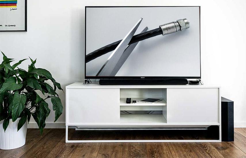 Un sondeo online en septiembre de 3.385 consumidores estadounidenses reveló que un tercio de los consultados dijo haber salido de los servicios de TV paga en los últimos dos años y un 18% dijo que nunca se hubo suscrito.