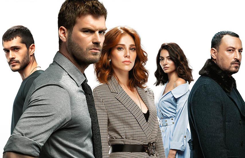 En la serie, el destino de cuatro personas choca en un increíble accidente automovilístico que reúne a dos viejos amantes y reúne a dos extraños de mundos completamente diferentes.