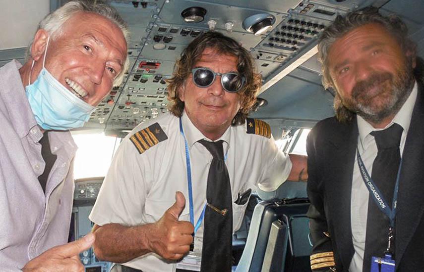 Dom Serafini, autor del artículo, junto al capitán Giampaolo Guerra, y el copiloto, Ivan Viglietti.