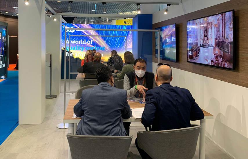 El booth de DW Transtel en MIPCOM 2021: Ejecutivos con agenda llena en las dos primeras jornadas.