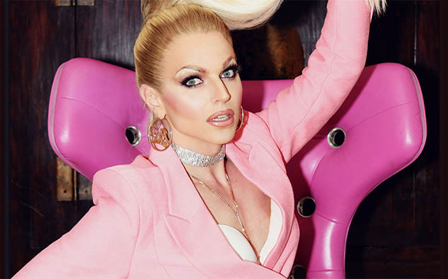 Courtney Act, conductora del reality.