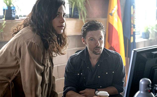 Jan Cornet interpreta a Adrián, un Inspector Asistente recién nombrado que solo ha estado en la estación por unos meses.