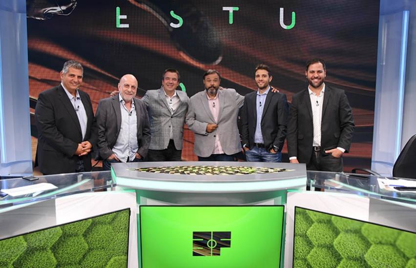 El equipo de Estudio Fútbol, uno de los ciclos íconos del canal desde su lanzamiento.