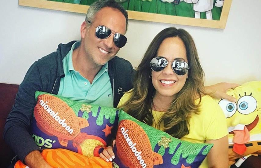 Miguel Somoza, CEO Sabbatical Entertainment, y Migdalis Silva, vicepresidente de Programación y Adquisiciones de Nickelodeon América Latina.