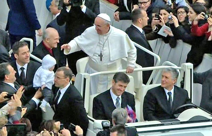 """'Francisco, el Papa de Todos"""" retrata la historia del Papa Francisco, el primer cardenal jesuita y latinoamericano consagrado Papa de la Iglesia Católica."""
