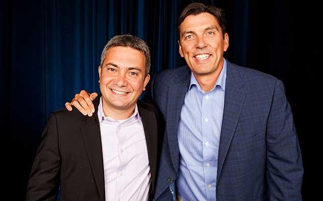 Amir Ashkenazi, CEO y fundador de Adap.tv, junto con el CEO de AOL, Tim Armstrong.