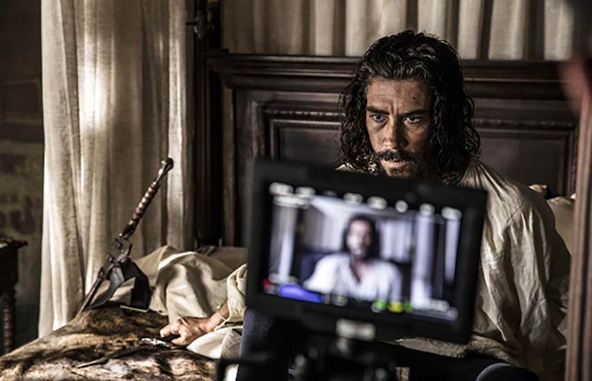 El papel protagonista lo conduce Óscar Jaenada, al que acompañará un reconocido reparto de actores.