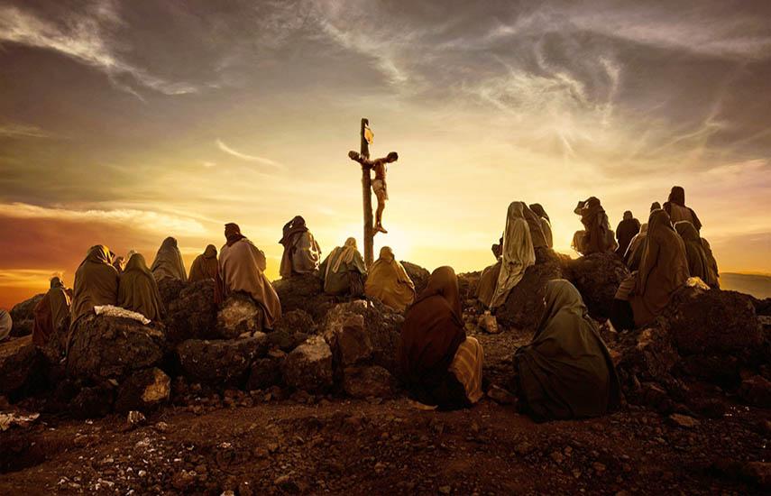 La serie combina los Evangelios canónicos, fuentes históricas y contexto cultural para recrear un relato completo de Jesús: el hombre y el Mesías.
