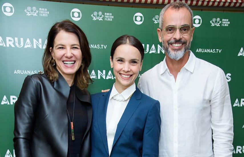La actriz de la serie Debora Falabella (centro) junto a los autores de Aruanas, Estela Renner y Marcos Nisti, durante la presentación en el Electric Cinema.