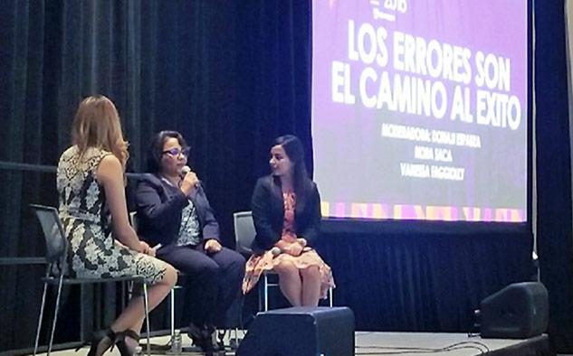 """Donaji Esparza, de la estación de radio K-LOVE, tuvo a su cargo la charla""""Los errores son el camino al éxito"""". (Foto:@PosibleLA)"""