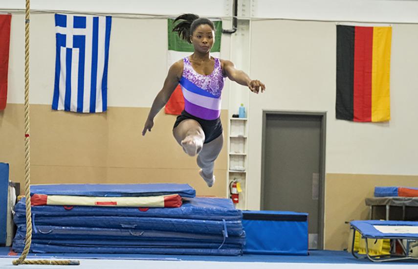"""Simone Biles: Coraje Para Triunfar"" retrata la carrera de la valiente gimnasta"