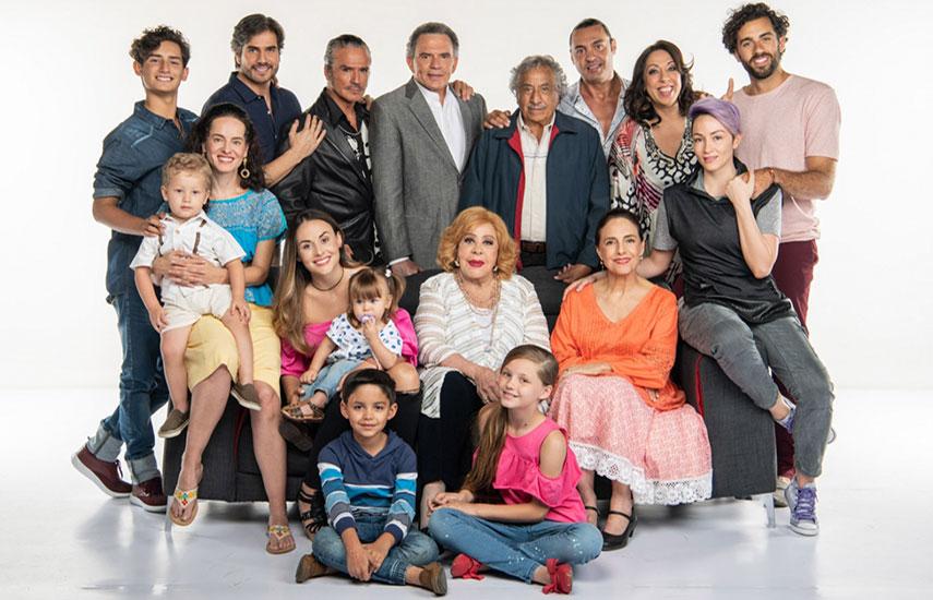 En Mi marido tiene más familia, Julieta (Zuria Vega) y Robert (Daniel Arenas) tienen que dividir su tiempo entre ser papás, ser hijos, ser hermanos y cumplir en su trabajo, pero sobre todo no perder su comunicación como pareja.