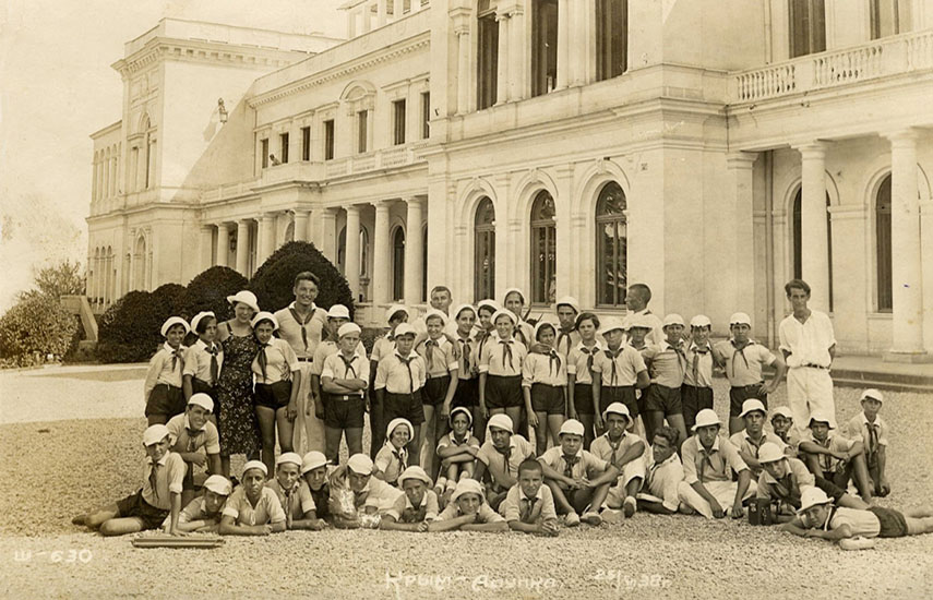 El proyecto relata la historia de dos de los 456 menores llegados a México el 7 de junio de 1937 procedentes de España, en plena Guerra Civil.