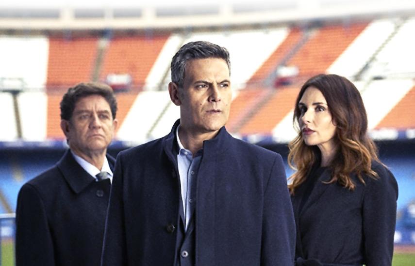 La historia es protagonizada por Mariano Hidalgo (Roberto Enríquez), un próspero empresario e hincha de un club español de 2da División al borde del descenso por la administración de su presidente Fernando Saldaña (Pedro Casablanc).