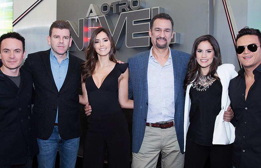 Fonseca, Juan Esteban Sampedro, Paulina Vega, Kike Santander, Linda Palma y Silvestre Dangond, durante el lanzamiento de A otro Nivel.