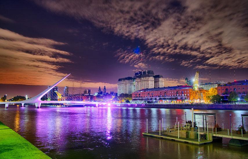 Puerto Madero, el más nuevo de los barrios-distritos de la ciudad capital argentina, acoge uno de los mayores eventos de televisión de pago de las Américas.