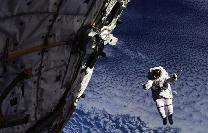 La conquista del espacio (Reaching for the stars), una impactante serie de siete episodios de 30 minutos cada uno, explora los avances de la ciencia humana en la carrera espacial.