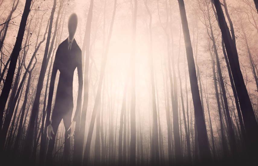 Slender Man comenzó como la versión en internet de una historia de fantasmas de fogatas; una criatura homicida, formada como un hombre anormalmente alto y delgado, con una cara blanca sin rasgos y un traje negro.
