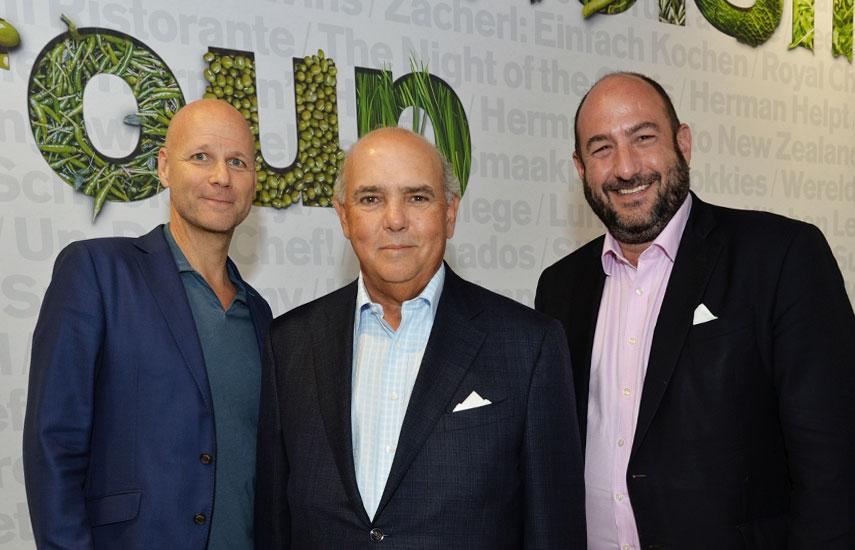 Laurens Drillich, presidente de Endemol Shine Latino; Luis Villanueva, presidente y CEO de Somos Productions, y el CEO de Boomdog, Alejandro Rincon, tras realizar el anuncio, este lunes en Cannes.
