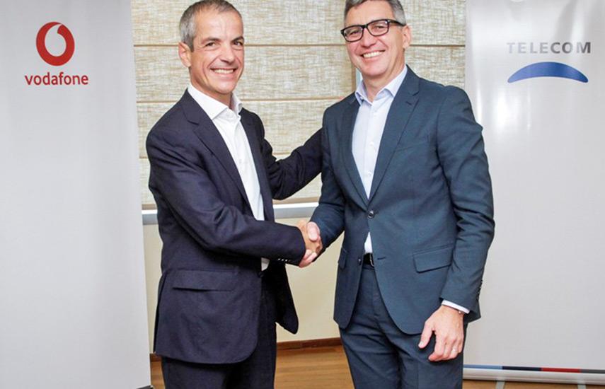 Diego Massidda, CEO de Vodafone Partner Markets, y Carlos Moltini, CEO de Telecom Argentina.