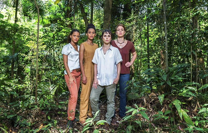 Clara (Thainá Duarte), Verônica (Taís Araújo), Natalie (Débora Falabela) y Luiza (Leandra Leal).