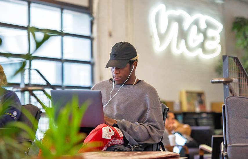Vice, que produce un programa de noticias de alto perfil para HBO y opera el canal de cable Viceland, ha luchado con calificaciones lentas y un mercado difícil para el video en línea, uno de sus negocios de crecimiento temprano.