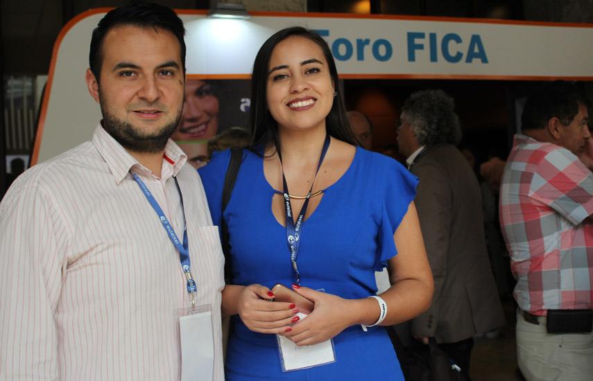 Andrés Peña y Carolina Rodríguez de Canal Zoom.