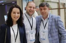 Cristina Pohilenco y Adrian Buraga de Jurnal TV de Moldavia y Veaceslav Pislari de TV8 de Moldavia